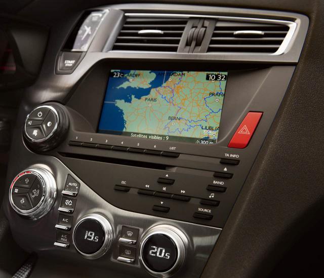 DS5 navigácia a rádio