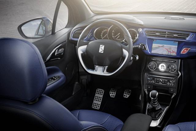 DS3 Cabrio interier - vpredu